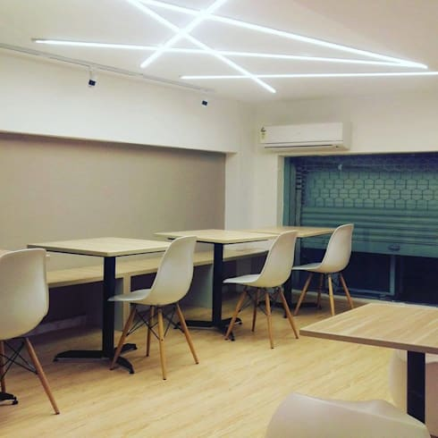 Creperie: modern Dining room by Inspire Interiors & Archcons India Pvt Ltd