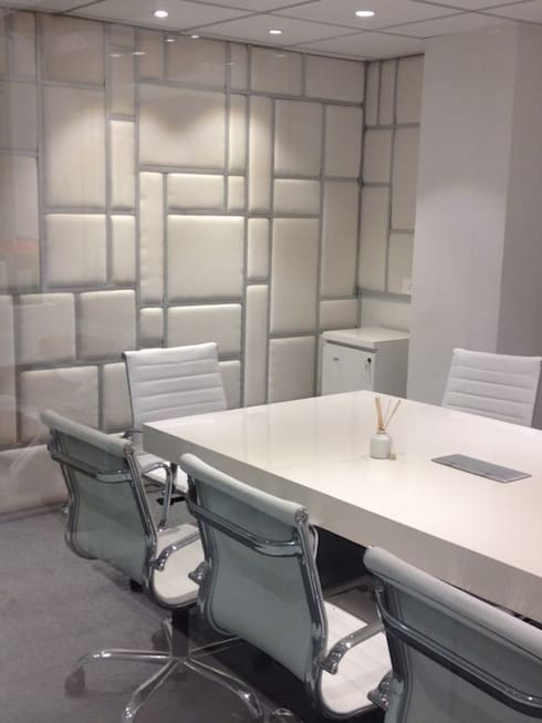 Office:  Multimedia room by Inspire Interiors & Archcons India Pvt Ltd