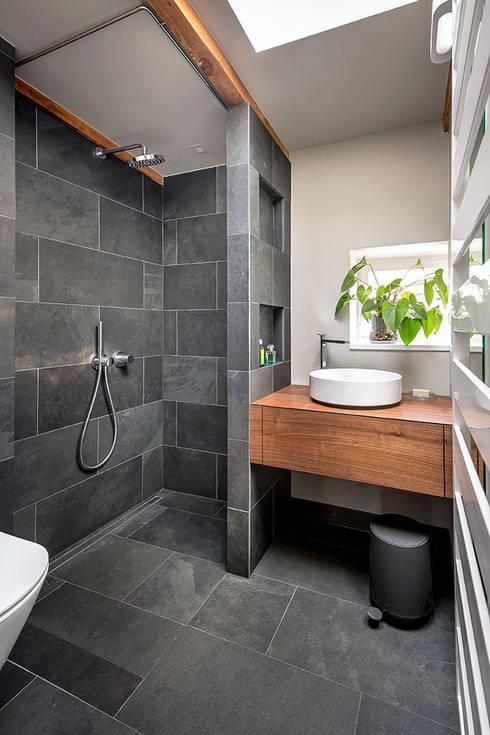 Kleines bad von conscious design interiors homify - Badezimmer schiefer ...