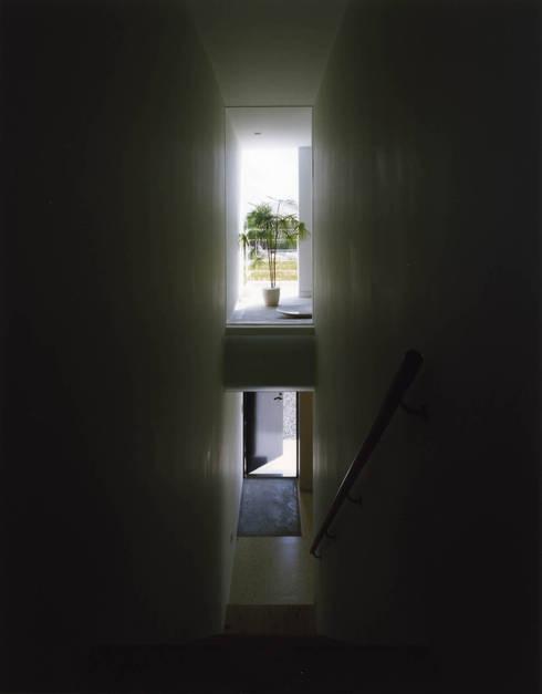 T-POP: 森裕建築設計事務所 / Mori Architect Officeが手掛けた廊下 & 玄関です。