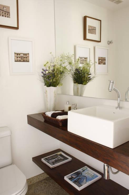 Bathroom by Mario Catani - Arquitetura e Decoração