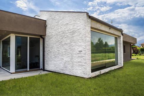 Rivestimento Esterno Casa Moderna : Bianco essenziale: scaglia bianca è il rivestimento giusto per una