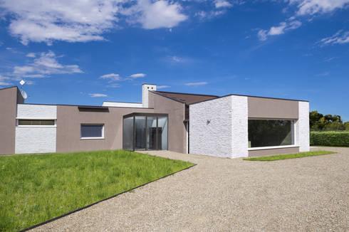 Bianco essenziale scaglia bianca il rivestimento giusto for Casa moderna bianca