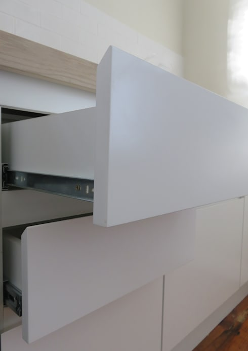 Kitchen: classic Kitchen by Trait Decor