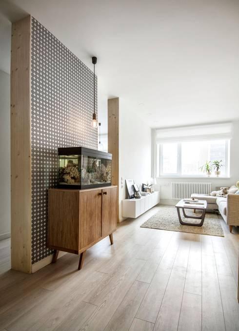 Livings de estilo escandinavo por INT2architecture