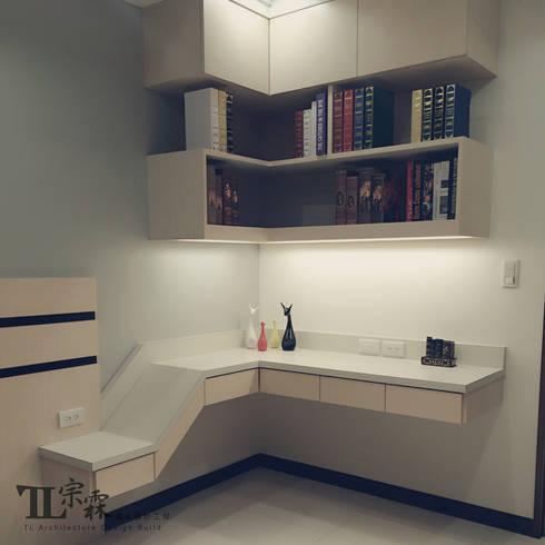 兒子房書桌:  臥室 by 宗霖建築設計工程
