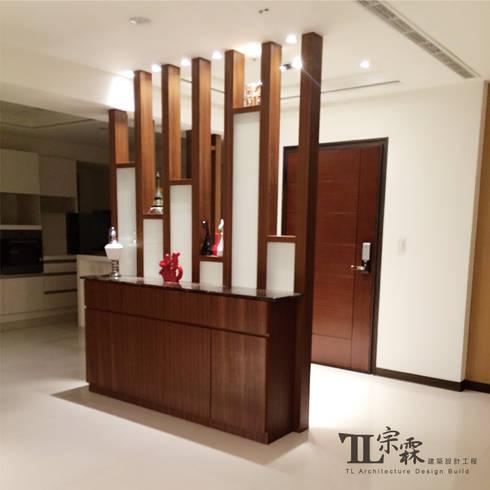 玄關端景櫃:  走廊 & 玄關 by 宗霖建築設計工程