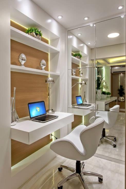 Study/office by Designer de Interiores e Paisagista Iara Kílaris