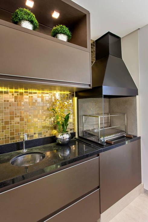 Apartamento Jundiaí: Terraços  por Designer de Interiores e Paisagista Iara Kílaris