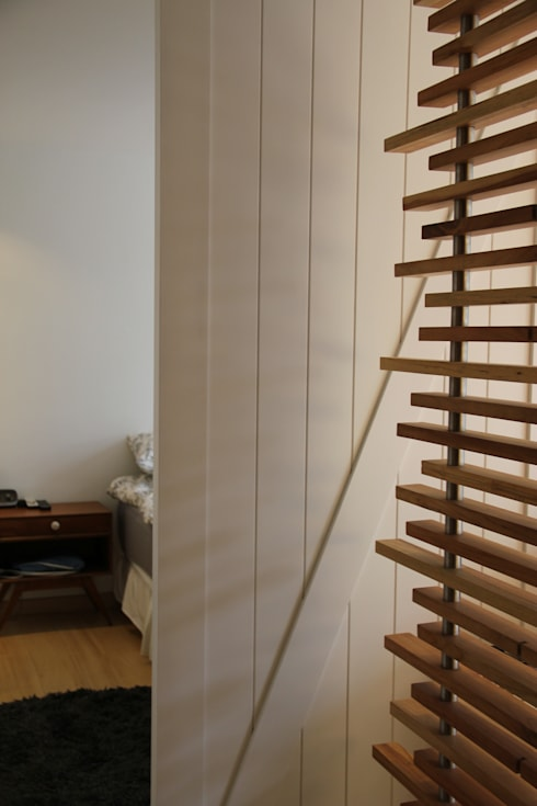 Puerta acceso habitación principal: Puertas y ventanas de estilo moderno por KDF Arquitectura