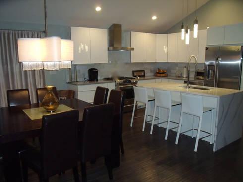 White Contemporary Kitchen: modern Kitchen by Kitchen Krafter Design/Remodel Showroom