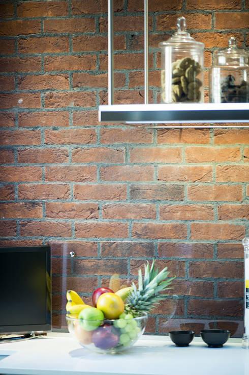 Una cucina in stile industriale con i mattoni faccia a vista genesis di b b rivestimenti - Cucina in mattoni faccia vista ...