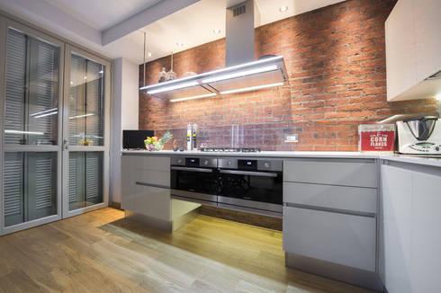 Una cucina in stile industriale con i mattoni faccia a vista ...