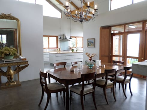 Dining room: eclectic Dining room by Claire Cartner Interior Design