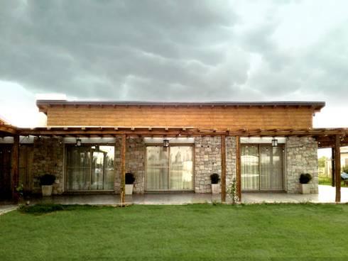 Viviendas loteo las lavandas de azcona vega arquitectos for Casa estilo campo moderno