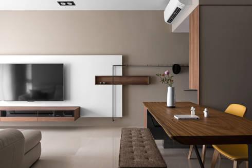   Mr. coriander's home  :  客廳 by 賀澤室內設計 HOZO_interior_design