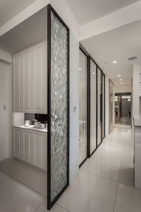 穿透層次:  走廊 & 玄關 by 你你空間設計