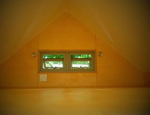 Greenpods model 18+ : scandinavian Bedroom by Greenpods