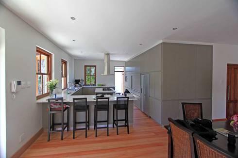 kitchen: classic Kitchen by Till Manecke:Architect