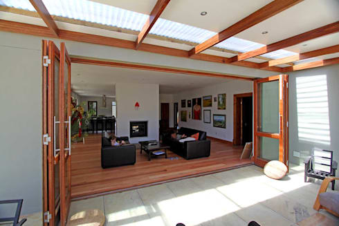 side terrace onto living area: classic Houses by Till Manecke:Architect