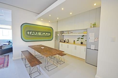 open plan kitchen dining: modern Dining room by Till Manecke:Architect