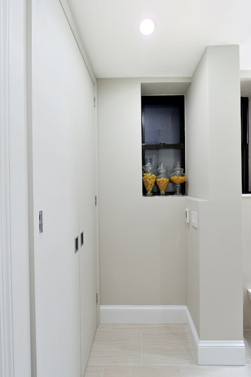 Renovation on 82nd Street:  Corridor & hallway by KBR Design and Build
