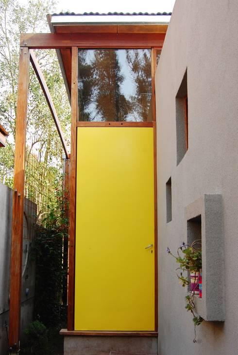 CASA VIVA: Ventanas de estilo  por Guadalupe Larrain arquitecta