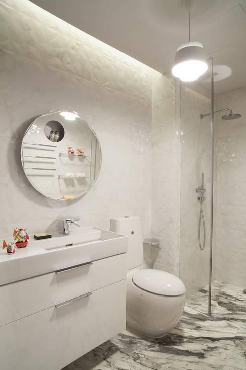 Guest bathroom: modern Bathroom by Sergio Mannino Studio