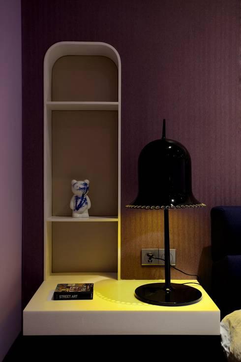 Master bedroom detail: modern Bedroom by Sergio Mannino Studio