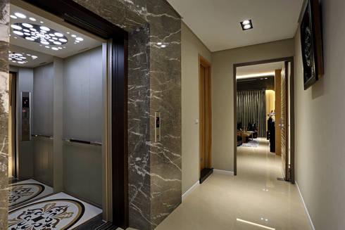 Taiwan  Taichung – J House:  走廊 & 玄關 by 信美室內裝修