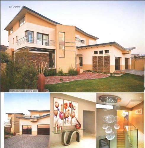 House Eye of Africa Golf & Residential Estate I:  Corridor & hallway by Metako Projex
