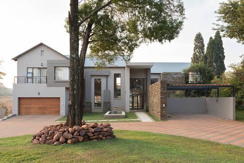 House Zwavelpoort AH: country Houses by Metako Projex