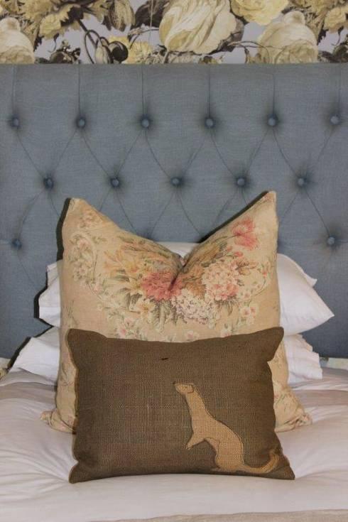 Guest Bedroom - Everton: country Bedroom by Taryn Flanagan Interiors