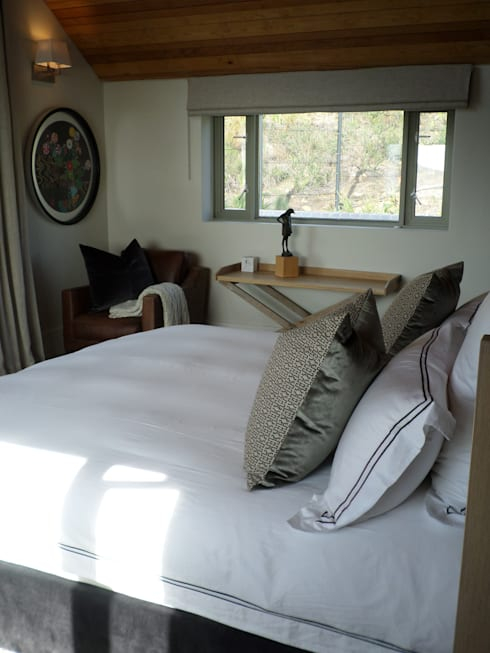 Francolin Road, Camps Bay: eclectic Bedroom by Claire Cartner Interior Design