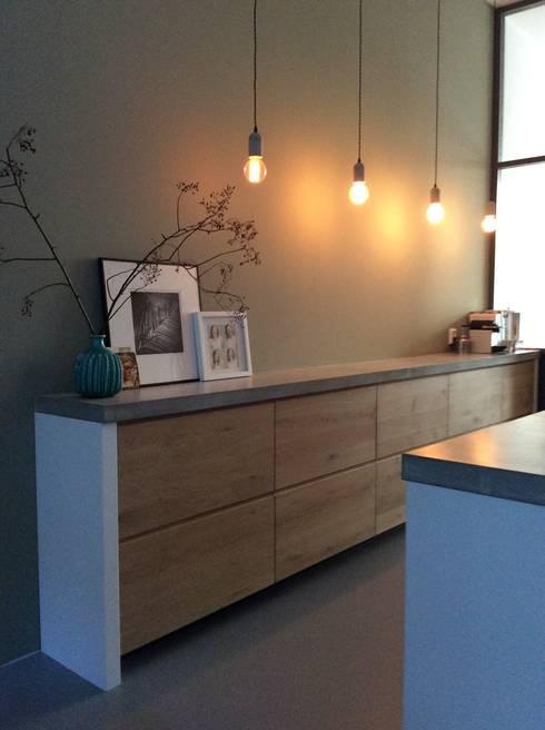 Oplossing voor verloren vierkante meters aan ganggebied in nieuw appartement de studio inside - Outs studio keuken ...