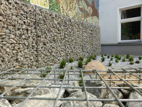 hofumgestaltung berlin sch neberg gustav freytag stra e von goldmann landschaftsarchitektur. Black Bedroom Furniture Sets. Home Design Ideas