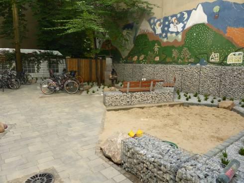hofumgestaltung berlin sch neberg gustav freytag stra e por goldmann landschaftsarchitektur. Black Bedroom Furniture Sets. Home Design Ideas