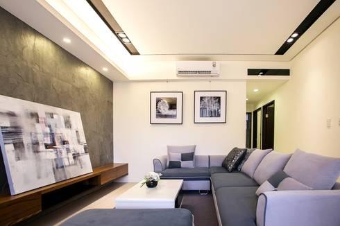侑信仁和2C 實品屋:  客廳 by 栩 室內設計