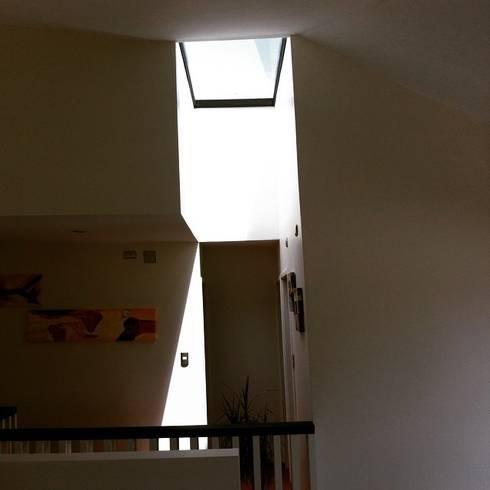 CASA X : Dormitorios de estilo minimalista por Francisco Parada Arquitectos