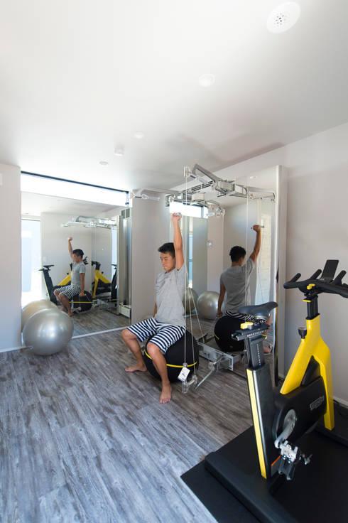トレーニングルーム: TERAJIMA ARCHITECTSが手掛けたホームジムです。
