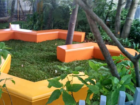 Colourful sitting area:  Commercial Spaces by Land Design landscape architects