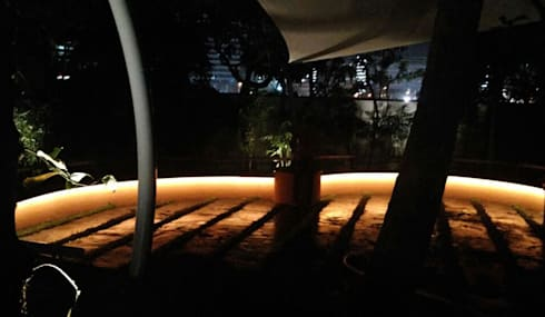 Lighting for seats:  Commercial Spaces by Land Design landscape architects