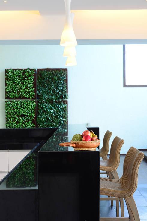 11 K-Waks:  Kitchen by Studio K-7 Designs Pvt. Ltd