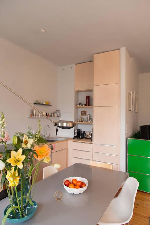 k che aus hellem holz in berlin por berlin interior design homify. Black Bedroom Furniture Sets. Home Design Ideas