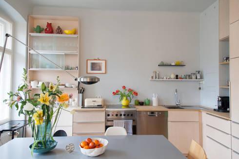 k che aus hellem holz in berlin von berlin interior design homify. Black Bedroom Furniture Sets. Home Design Ideas