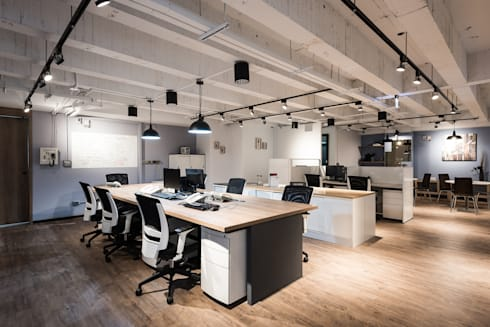 拼車趣辦公室:  辦公大樓 by 森叄室內裝修設計有限公司