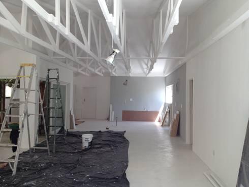Stellenbosh home renovation: modern Kitchen by Cornerstone Projects
