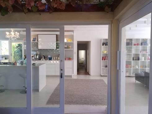 Stellenbosh home renovation: modern Living room by Cornerstone Projects
