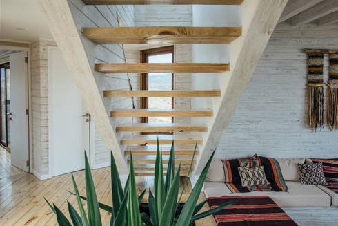 escalera: Pasillos y hall de entrada de estilo  por Thomas Löwenstein arquitecto