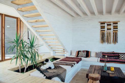 estar: Livings de estilo rústico por Thomas Löwenstein arquitecto
